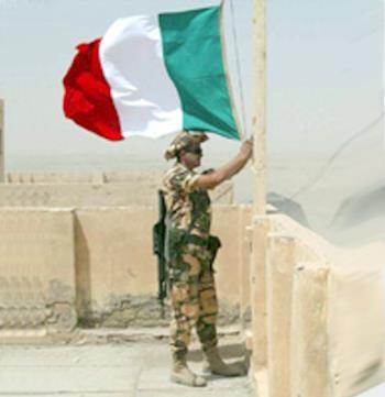 R. con la bandiera.jpg